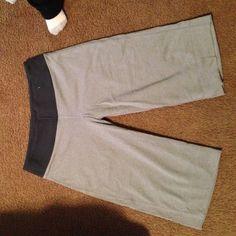 Lululemon Crops Great conditions !!! lululemon athletica Pants Capris
