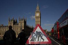 英國將對倫敦地標性建築大笨鐘(Big Ben)進行大規模維修,整個工程將耗資2900萬英鎊(約新台幣13.9億),這個著名景點的鐘聲將因此停響數月。