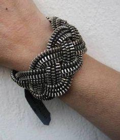 Jewelry Art, Jewelry Bracelets, Bangles, Jewlery, Zipper Crafts, Zipper Jewelry, Craft Night, Felt Art, Fashion Sewing