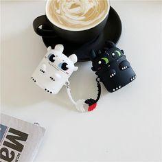 Cute Ipod Cases, Iphone Cases, Iphone 5c, Cute Toothless, Cute Headphones, Cartoon Dragon, Accessoires Iphone, Sr1, Earphone Case