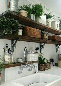 20 ways to create a French country kitchen - decoration ideas 201820 ways to create a French country kitchen - decoration ideas Charming French country house decor with timeless charm - home Charming Decor, Wooden Kitchen, Wooden Shelves Kitchen, French Country Kitchen, Kitchen Remodel, Kitchen Decor, Home Decor, Rustic Kitchen, Rustic House