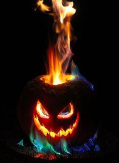 I am so going to ask Pat if day after Halloween we can try this! This is how to make the best Halloween jack o lantern. This jack o lantern features a long lasting flamethrower tower of flame, plus you can customize the color of the fire. Entree Halloween, Theme Halloween, Halloween Jack, Halloween 2015, Halloween Projects, Holidays Halloween, Halloween Pumpkins, Happy Halloween, Halloween Decorations