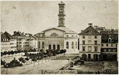 Das ist die Sonnenstraße 1860 – vom Stachus aus gesehen. Die Matthäuskirche in der Mitte des Bildes wird 1938 von den Nationalsozialisten beseitigt, weil sie angeblich den Verkehr behindert. Foto: Volk Verlag/Stadtarchiv München