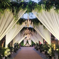 Heart eyes for this enchanting nature-themed wedding entrance decor! Those unmissable gleaming chandeliers tho! Reception Stage Decor, Wedding Backdrop Design, Desi Wedding Decor, Wedding Stage Design, Wedding Hall Decorations, Wedding Reception Backdrop, Marriage Decoration, Wedding Mandap, Chandelier Wedding Decor