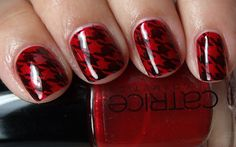 red nails with black houndstooth check