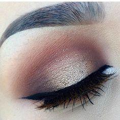 #maquiagem #professionalmakeup #euamomaquiagem #ilovemakeup #palpebraluz #eyemakeup #eyeshadow #eyebrows#eyeliner #dicadodia #tips #dicas #beleza #belezafeminina #tutorialmakeup #instamakeup #beauty #beautyblogger #mac #anastasiabeverlyhills #contem1g #thebalm #basicmakeup #esfumado #makeupforever #olhos #olholindo