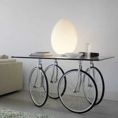 Refurbished Furniture, Art Furniture, Furniture Design, Furniture Stores, Cheap Furniture, Custom Furniture, Bicycle Decor, Old Bicycle, Bicycle Wheel