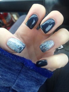 Dark blue nails with accent nails