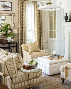 Country Kitchen Flooring, Country Dining Rooms, Country Furniture, Country Decor, Niche Decor, Southern Living Homes, Country Style Homes, Home Decor Styles, Decoration