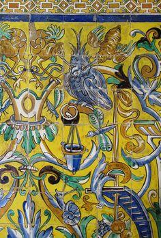 El arte en #Sevilla está en todos los rincones, en este caso se muestran imágenes de los #azulejos de los Reales Alcázares.