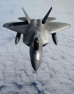 rhubarbes:  Lockheed Martin F-22 Raptor. (via 测试) More Airplanes here.