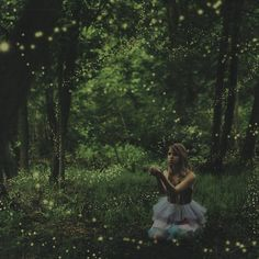 Lissy Laricchia is the talented photographer who captures our hearts with her dreamlike photos and her incredible imagination
