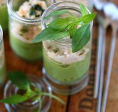 Verrines de mousse d'avocat et sa crème au surimi-crevettes