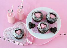 Heerlijke brownie cupcakes met een hart vol roze en romige botercreme