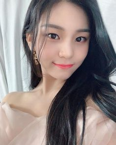 Check out GFriend @ Iomoio Kpop Girl Groups, Korean Girl Groups, Kpop Girls, Extended Play, Kim Ye Won, Gfriend Sowon, Aesthetic People, Bts And Exo, G Friend