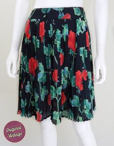Cute #vintage skirt from the late 80s in black with gorgeous green and red florals. Thick fixed waistband with mini plates, creates a lovely swing shape. Belt loops and fron... #retro #floral #roses #pleats