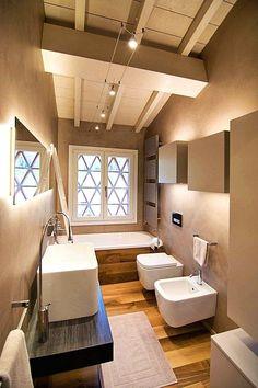Layout is nice. modernes Badezimmer mit Parkett Layout is nice. modern bathroom with parquet White Bathroom, Modern Bathroom, Small Bathroom, Minimal Bathroom, Remodeling Mobile Homes, Home Remodeling, Bathroom Remodeling, White Beams, White Walls