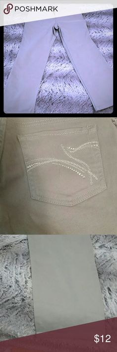 Gray Gloria Vanderbilt jeans with rhinestones Gray Gloria Vanderbilt jeans with rhinestones on the pockets. Gloria Vanderbilt Jeans Straight Leg