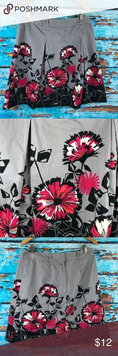 Apt 9 Skirt Size 8 Gray Black Red Pink Floral Excellent pre-owned with no stains, tears, flaws or missing buttons      Measurements  Length (in inches): 20  Waist (in inches): 32  Please note any measurements provided are given as a courtesy and cannot be guaranteed 100% accurate. Apt. 9 Skirts Asymmetrical