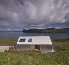 Set on the Isle of Skye, Scotland, this small holiday home has been completed the architecture firm Rural Design. The house, dubbed the Tinhouse thanks to Green Architecture, Residential Architecture, Tin House, 100 M2, Rural House, Rural Retreats, Modern House Design, Modern Houses, Contemporary Design