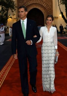 Spain's King Felipe VI, and his wife, Spain's Queen Letizia, review an honor guard as they arrive at the king Palace in Rabat, Morocco, 14.07.2014.