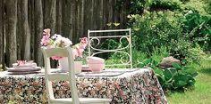 Lekki, letni , niedzielny, obiad w ogrodzie.