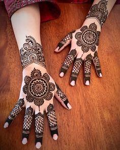 Mehndi Designs for Engagement Circle Mehndi Designs, Wedding Henna Designs, Engagement Mehndi Designs, Henna Tattoo Designs Simple, Indian Mehndi Designs, Back Hand Mehndi Designs, Latest Bridal Mehndi Designs, Mehndi Designs For Girls, Mehndi Designs For Beginners