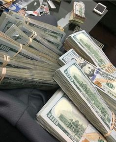 Money Stacks Bands - Money Motivation Facts - Lots Of Money Videos - Make Money Online, How To Make Money, Online Cash, Online Income, Online Shopping, Jackpot Winners, Whatsapp Text, Mo Money, Cash Money