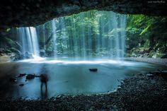 Wodospad, Jaskinia