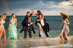 Wedding party having fun in the beach #weddingphotography #weddingdestination #playadelcarmen #rivieramayaweddingphotographer