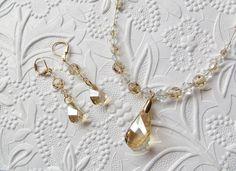 Vente de Noël - Ensemble collier et boucles d'oreille, Pendentif Helix, cristal de Swarovski, doré, champagne, option clip-on, en vente