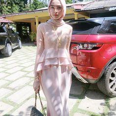 Bila umur meningkat, power spek pun meningkat, comel pun meningkat sbb pakai dress @rosebelle.my ni🙈🙈🙈 Kebaya Hijab, Kebaya Dress, Kebaya Muslim, Muslim Dress, Hijab Evening Dress, Hijab Dress Party, Islamic Fashion, Muslim Fashion, Mode Batik