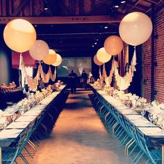 Now THAT's a table setting! Photo by geronimoballoons