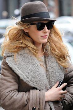 """Hay una gran variedad de modelos de sombreros,hoy os propongo este """"homburg """".En una gama de tonos verdes y marrones,que lo hacen muy combinable y con mucho estilo.¡Espero que os guste!"""