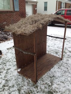 DIY Stable for Nativity. Total cost about $40. Christmas Manger, Christmas Nativity Scene, Christmas Wood, Christmas Projects, Nativity Scenes, Outdoor Nativity Scene, Nativity Stable, Diy Nativity, Ward Christmas Party