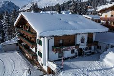 Willkommen in der Pension Sabine **** Eingebettet in das einmalige Naturparadies von Arlbergs.