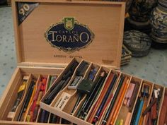What a cute way to repurpose cigar boxes. Bummer, mine didn't come with the inards. Cigar Box Diy, Cigar Box Crafts, Cigar Box Purse, Altered Cigar Boxes, Wooden Cigar Boxes, Diy Box, Wood Boxes, Cigar Box Projects, Pochade Box