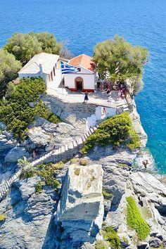"Enjoying the ""Mamma Mia cliff"" in Skopelos ❤ Vacation Destinations, Dream Vacations, Skopelos Greece, Skiathos, Mykonos Greece, Crete Greece, Athens Greece, Places To Travel, Places To Go"