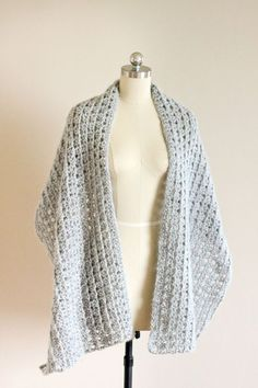 Free crochet pattern for this beautiful shawl scarf. Tutorial for triangle crochet stitch included!