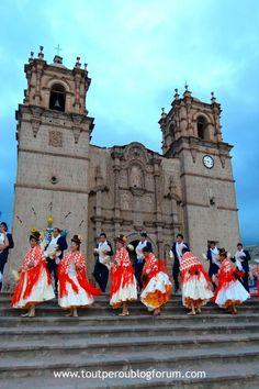 Danses folkloriques devant la cathédrale de Puno, Pérou Lac Titicaca, Styles, Folk Dance, Landscape