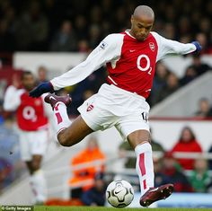 Martin Keown recently likened Aubameyang's style to that of Arsenal legend Henry (pictured) Football Players Photos, Football Icon, Football Quotes, Arsenal Football, World Football, Football Soccer, Arsenal Players, Arsenal Fc, Arsenal Wallpapers