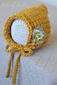 Newborn Vintage Inspired Crochet Baby  Bonnet di BabiesByHand, $20,00