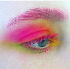 Bright eye make up, neon make up Eye Makeup Glitter, Makeup Fx, Makeup Inspo, Makeup Inspiration, Makeup Tips, Beauty Makeup, Hair Makeup, Pink Makeup, Makeup Tutorials