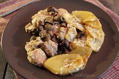 Κοτόπουλο με μανιτάρια και πατάτες Fish Dishes, Mediterranean Recipes, Food Videos, Poultry, Recipies, Food And Drink, Pork, Meat, Chicken