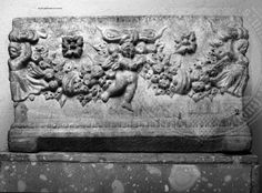 Arachne - Individual object 39459: Urne mit Eroten und Girlanden - Rom, Musei Capitolini, Centrale Montemartini