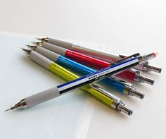Tombow – Mono Graph Zero drafting pencil 0.5mm. Plastic barrel with knurled grip and fine-diameter twist eraser.