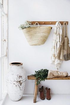 7 Great Tips AND Tricks: Natural Home Decor Rustic Simple simple natural home decor spaces.Natural Home Decor Wood natural home decor diy decoration.Natural Home Decor Rustic Window. Decoration Hall, Decoration Entree, Entryway Decor, Rustic Entryway, Modern Entryway, Entryway Ideas, Wooden Coat Hooks, Coat Pegs, Peg Hooks