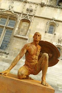Compiègne, le 16avril. Le sculpteur Christophe Charbonnel présente une dizaine d'œuvres monumentales en divers lieux de la ville.