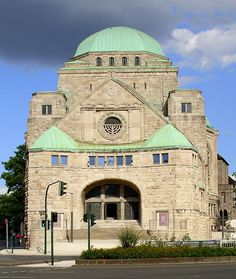 The old synagogue in Essen Jewish Synagogue, Jewish Temple, Synagogue Architecture, Art And Architecture, Jewish History, Jewish Art, Temples, Cathedral Church, Architectural Features