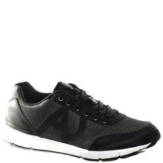 #Sneaker  in tessuto tecnico cerato nero